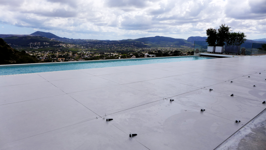 Vista terraza exterior en proceso de reparación